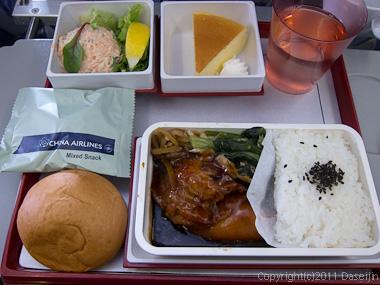 120309チャイナエアライン・機内食は鳥の照り焼き?