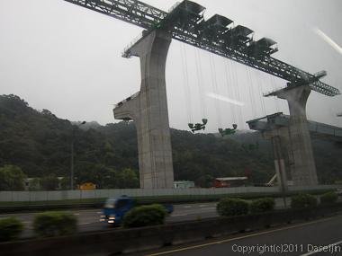 120309台湾・桃園国際空港から台北市内へ向かう高速道路