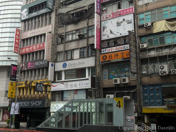120310台北・中山駅前