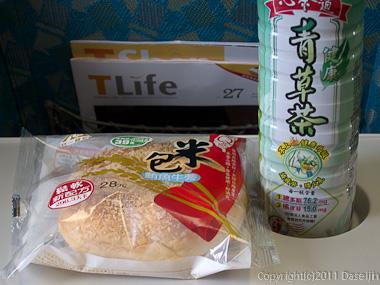 120312嘉義・鮪魚牛蒡米パン