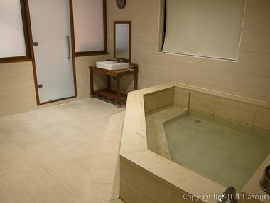 120312台北・新北投、荷豊温泉会館の風呂