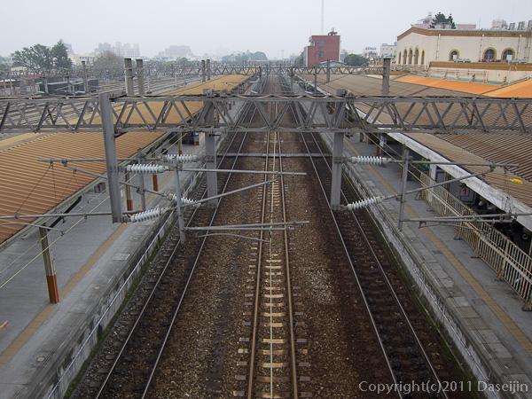 120312嘉義・嘉義後駅への通路から嘉義駅