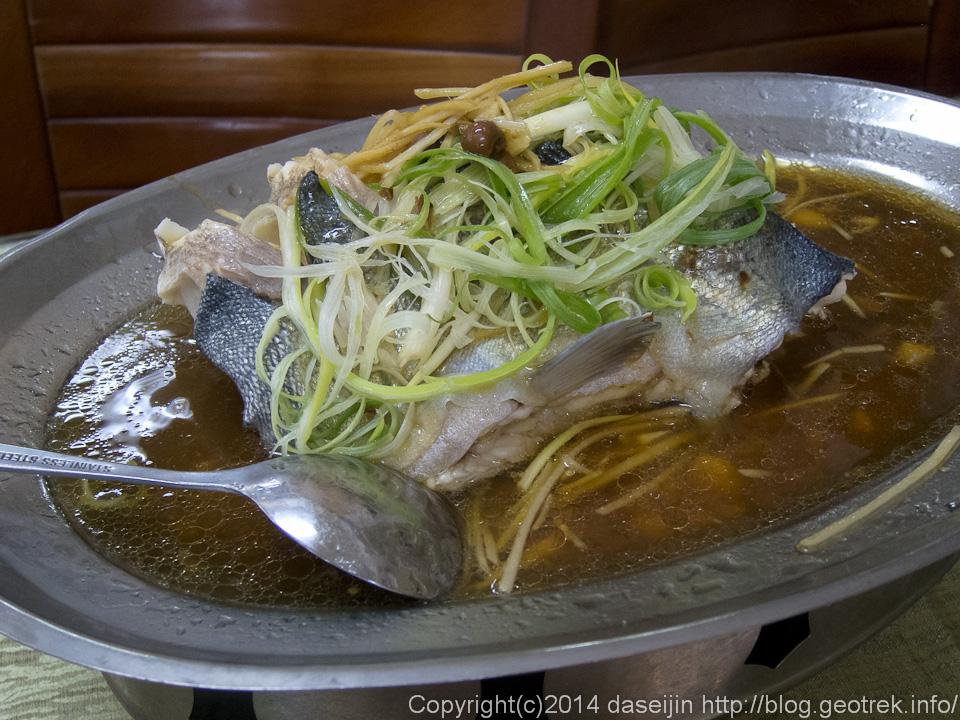 140912台湾・廬山温泉のマス料理