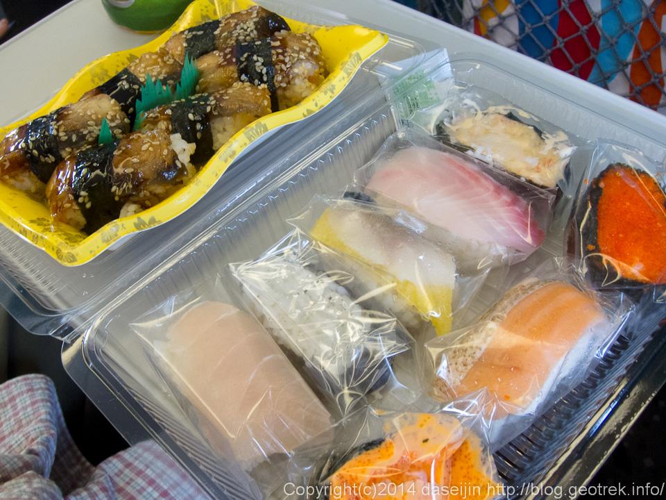140913台湾、台中駅で買った寿司