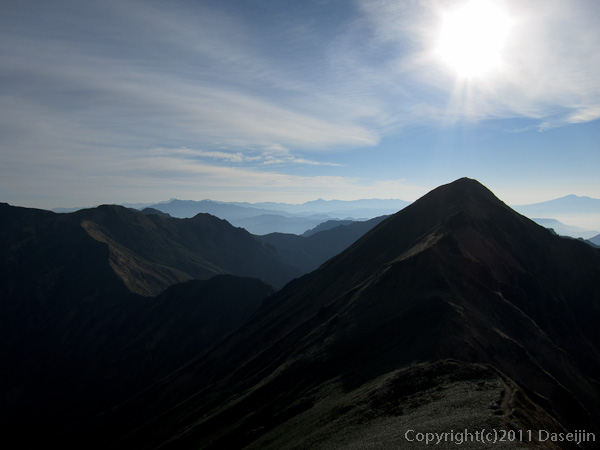 111105谷川岳・国境稜線を振り返る
