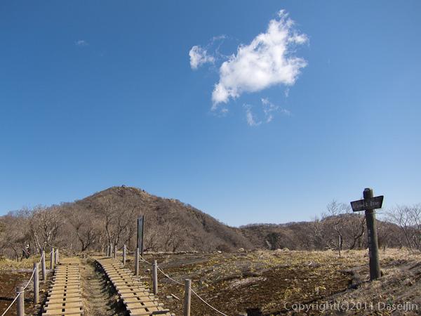 120407丹沢・塔ノ岳は間近