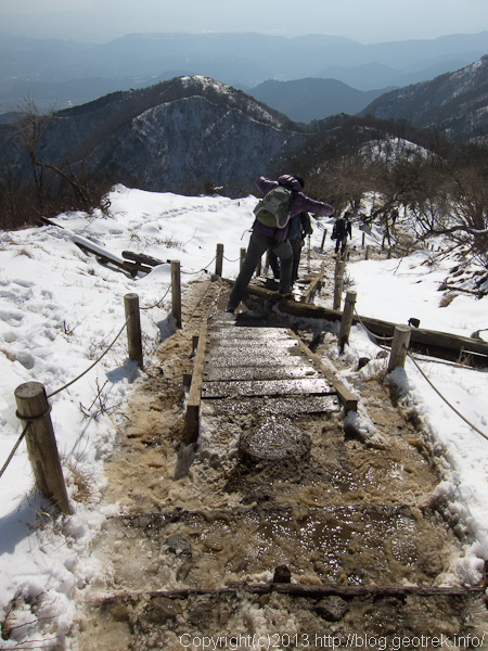塔ノ岳からの登山道はどろどろ