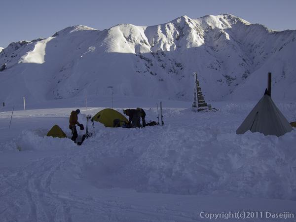 111126立山スキー・立山に朝日が当たる