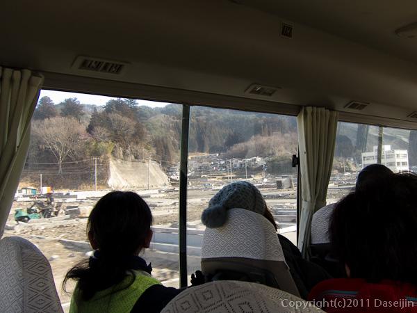 120210遠野ボランティア・バスで大槌へ向かう