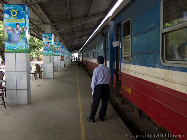 121114ベトナム・サイゴン駅ホーム