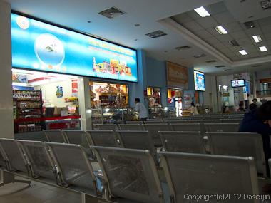 121114ベトナム・サイゴン駅売店