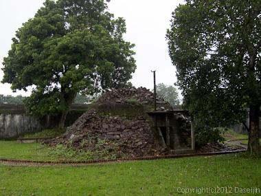 121114ベトナム・フエ宮中塹壕