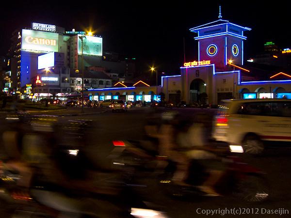 121117ベトナム・夜のベンタイン市場